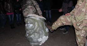 Petrovskiy monument brought down in Pervomaisk. PHOTOS