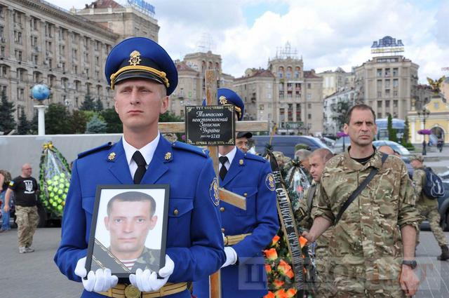 Family, friends, comrades said farewell to volunteer Volodymyr Samoilenko killed in Donbas 03