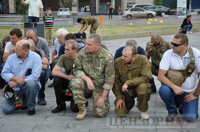 Family, friends, comrades said farewell to volunteer Volodymyr Samoilenko killed in Donbas 08