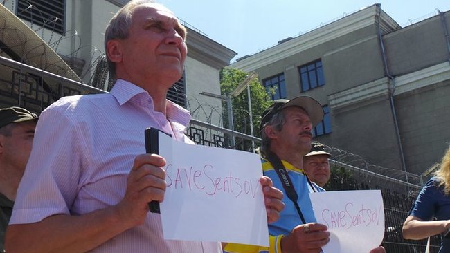 Buns for Putin: activists hold rally in support of Sentsov outside Kyiv-based Russian embassy 05