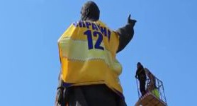 20-meter Lenin monument in Zaporizhia dressed up in Ukrainian football team T-shirt. VIDEO