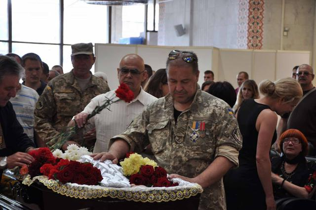 Service for Donbas veteran Serhii Oliinyk, killed in Kyiv downtown, held in Kyiv on Sunday 17