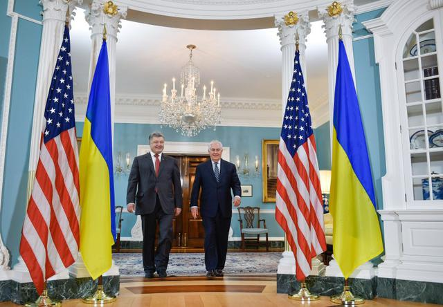 Poroshenko, Tillerson discussed defensive weapon delivery for Ukraine 01