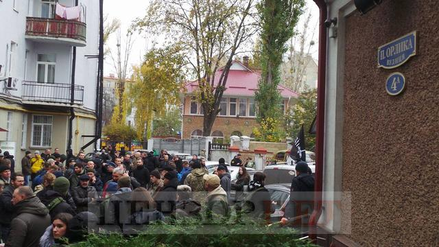 Courtroom overcrowded as MPs, fellows-in-arms come to support border guard Kolmohorov 01