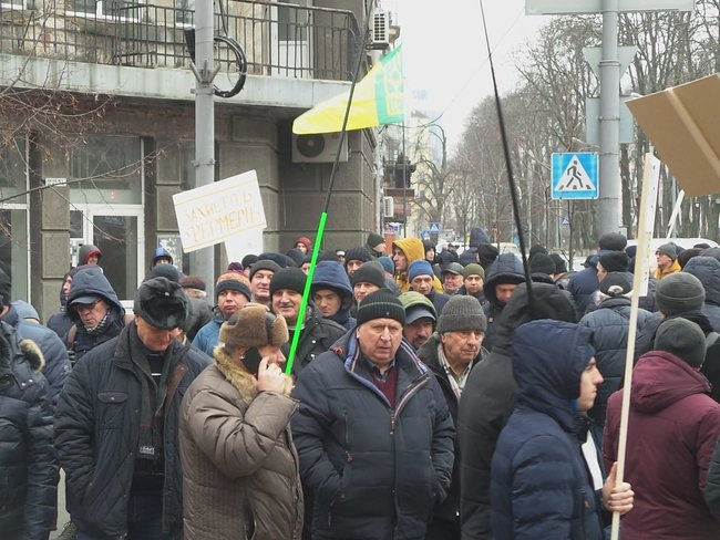 Ukrainian farmers announce indefinite protest against land market opening 06
