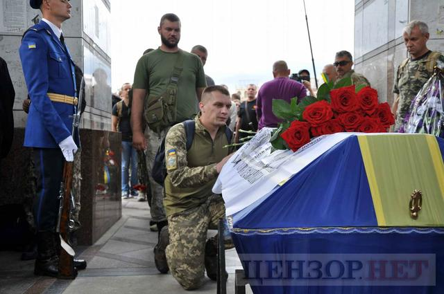 Family, friends, comrades said farewell to volunteer Volodymyr Samoilenko killed in Donbas 29