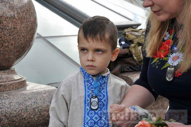 Family, friends, comrades said farewell to volunteer Volodymyr Samoilenko killed in Donbas 11