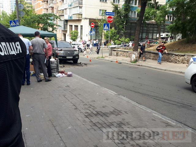 Explosion hits Toyota vehicle in Kyiv 03