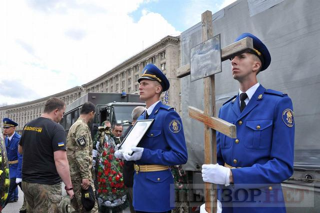 Family, friends, comrades said farewell to volunteer Volodymyr Samoilenko killed in Donbas 41