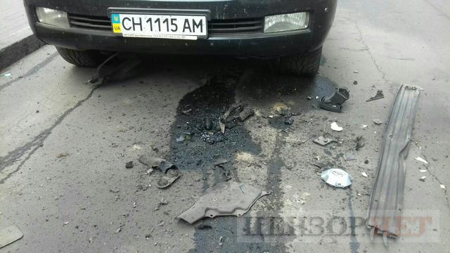 Explosion hits Toyota vehicle in Kyiv 01