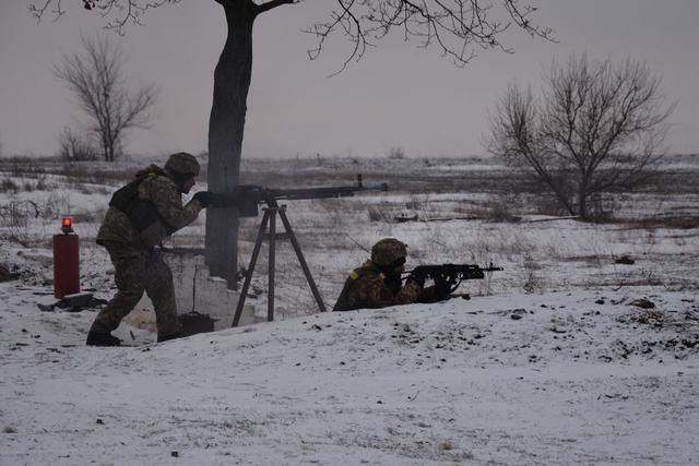 Ukrainian troopers hold field maneuvers, weapons training exercise in Mykolaiv region 09