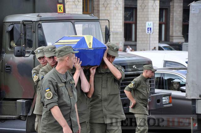 Family, friends, comrades said farewell to volunteer Volodymyr Samoilenko killed in Donbas 04