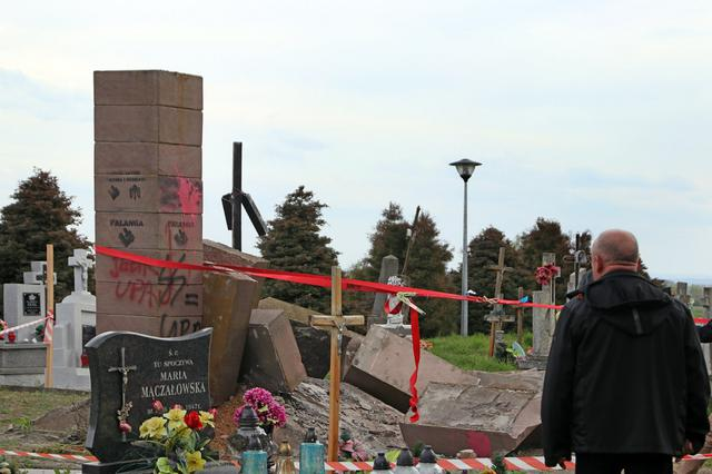 Polish nationalists dismantled monument to Ukraines UPA fighters in Przemysl area 08