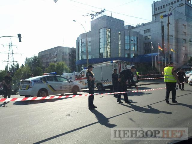 Mercedes exploded in Kyiv, driver killed 02