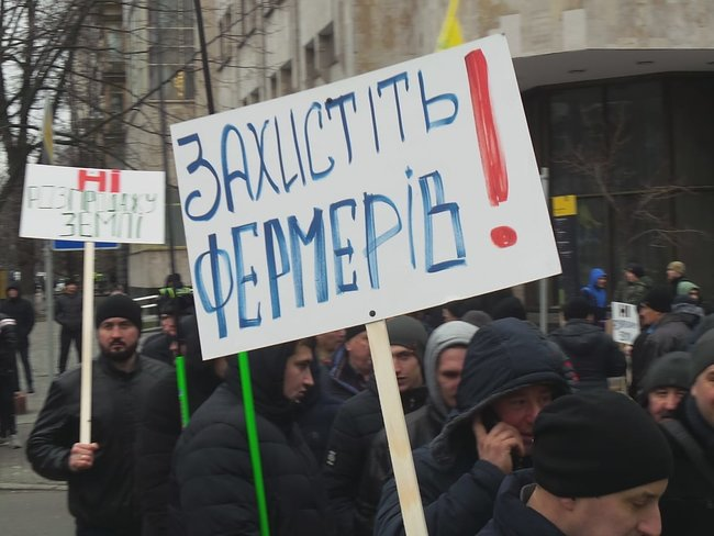 Ukrainian farmers announce indefinite protest against land market opening 08