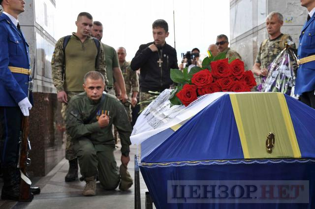 Family, friends, comrades said farewell to volunteer Volodymyr Samoilenko killed in Donbas 28