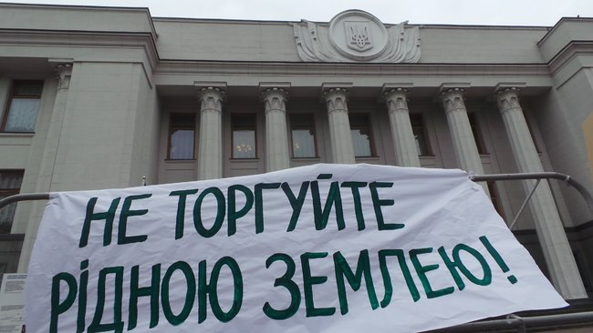 Ukrainian farmers announce indefinite protest against land market opening 20