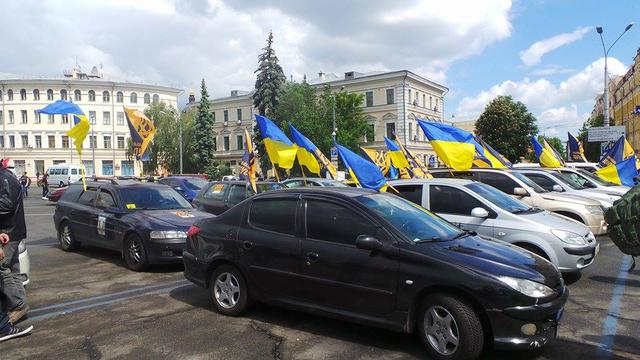 Poroshenko sign amnesty! car run started in Kyiv 06