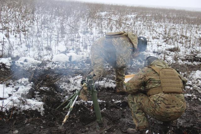 Ukraine's Army Spetsnaz compete in target practice with 60-mm mortars, - headquarters 05