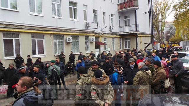 Courtroom overcrowded as MPs, fellows-in-arms come to support border guard Kolmohorov 03