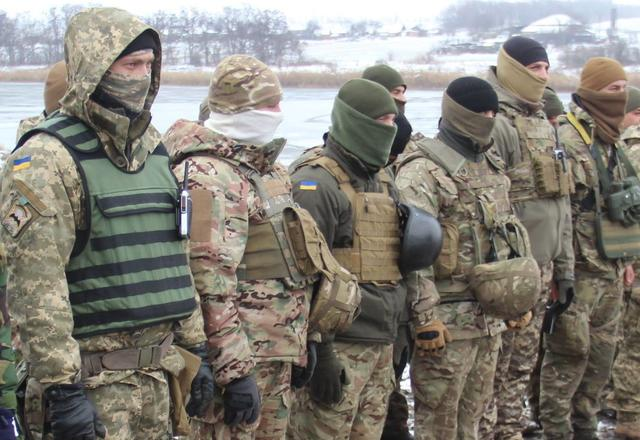 Ukraine's Army Spetsnaz compete in target practice with 60-mm mortars, - headquarters 02