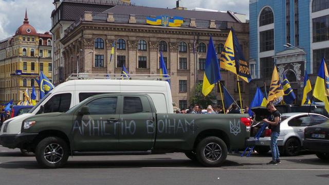 Poroshenko sign amnesty! car run started in Kyiv 01