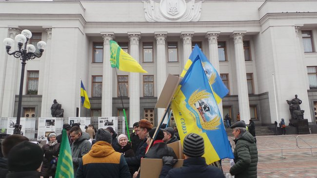 Ukrainian farmers announce indefinite protest against land market opening 21