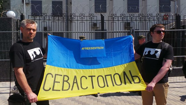 Buns for Putin: activists hold rally in support of Sentsov outside Kyiv-based Russian embassy 12