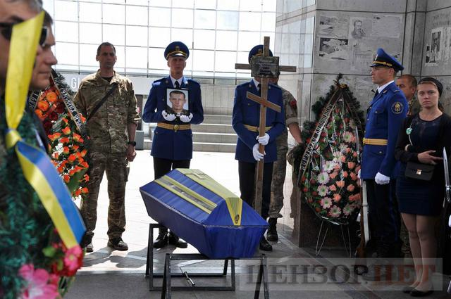 Family, friends, comrades said farewell to volunteer Volodymyr Samoilenko killed in Donbas 17