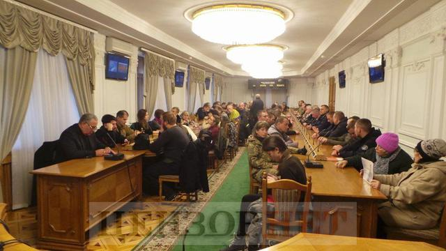 Courtroom overcrowded as MPs, fellows-in-arms come to support border guard Kolmohorov 05
