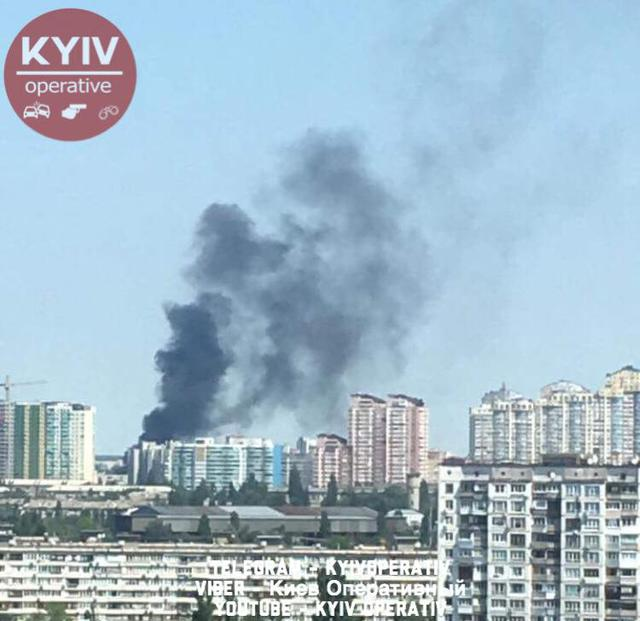 Fire occurred in Kyivs Dniprovskyi district as pillar of smoke rises high above city 03