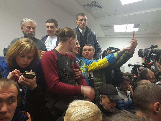 Savchenko trial: indictee in trident-decorated sweater calls Putin to release Ukrainian hostages 02