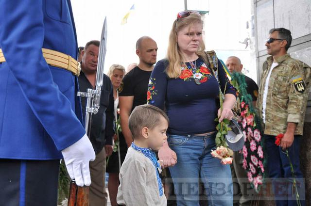 Family, friends, comrades said farewell to volunteer Volodymyr Samoilenko killed in Donbas 35