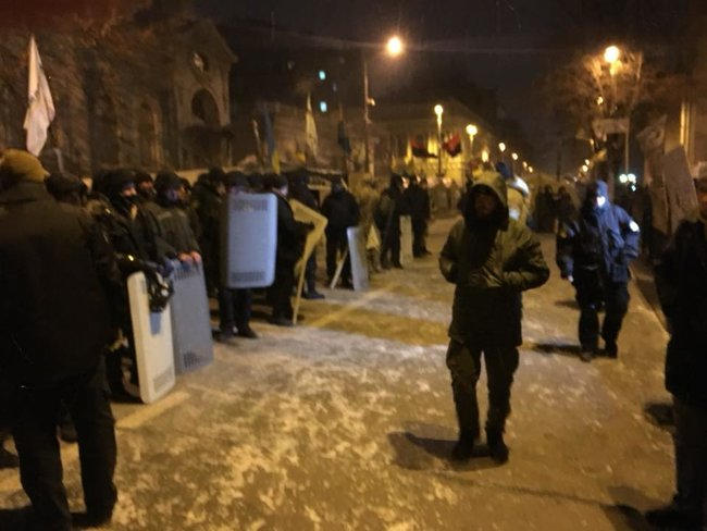 Clashes spark outside Ukrainian parliament as police try to locate Saakashvili in tent camp 05