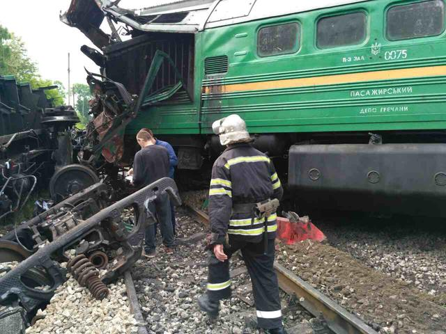 Six people injured as two trains collided in Khmelnytskyi region 02