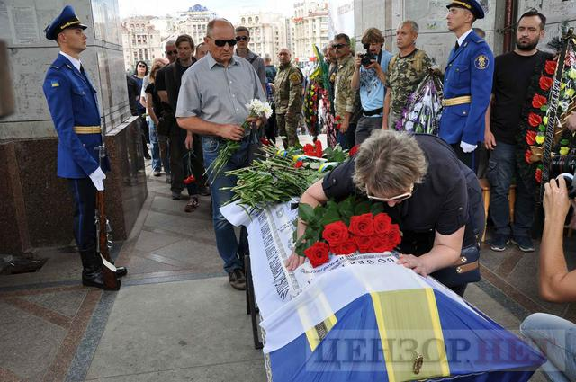 Family, friends, comrades said farewell to volunteer Volodymyr Samoilenko killed in Donbas 32
