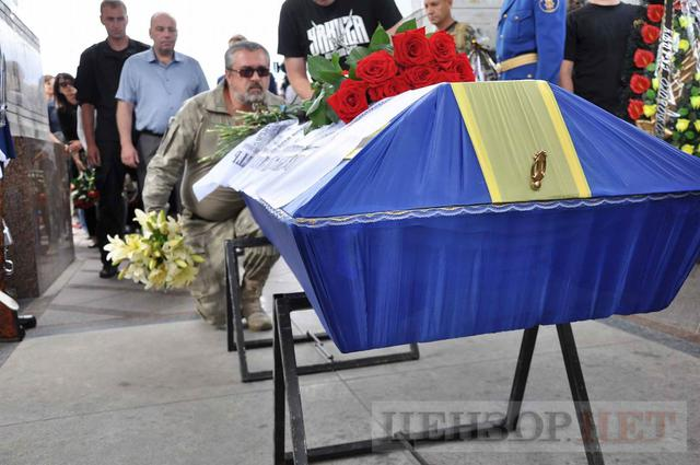 Family, friends, comrades said farewell to volunteer Volodymyr Samoilenko killed in Donbas 31
