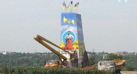 Pedestal of demolished Lenin monument in Zaporizhia decorated in Ukrainian style. PHOTO