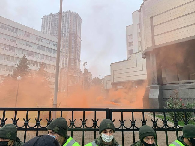 Protesters throw smoke bombs at Ukraines Constitutional Court 04