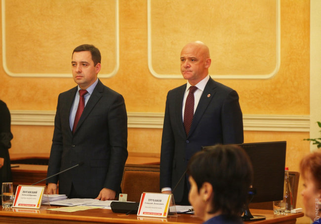Mayor Trukhanov opens Odesa City Council session with lawmakers, activists demanding him to resign 11