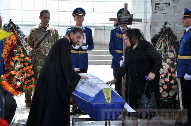 Family, friends, comrades said farewell to volunteer Volodymyr Samoilenko killed in Donbas 18