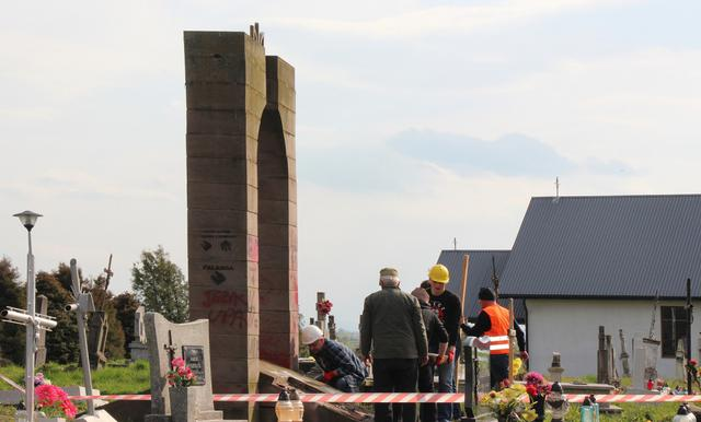 Polish nationalists dismantled monument to Ukraines UPA fighters in Przemysl area 01