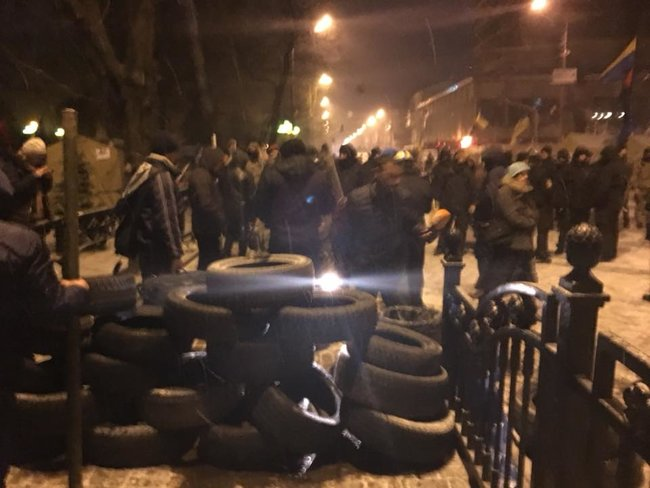 Clashes spark outside Ukrainian parliament as police try to locate Saakashvili in tent camp 04