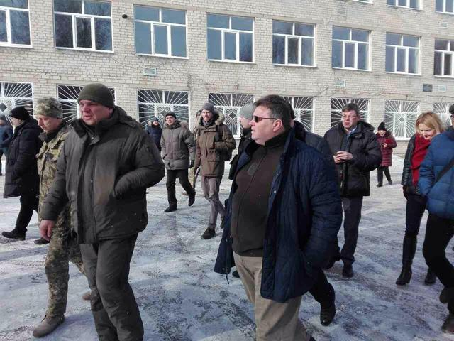 Lithuanian Foreign Minister Linkevičius pays visit to embattled Avdiivka 01