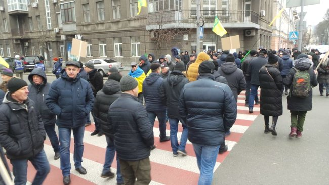 Ukrainian farmers announce indefinite protest against land market opening 07
