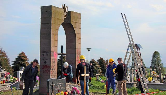 Polish nationalists dismantled monument to Ukraines UPA fighters in Przemysl area 04