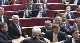 Another Fight in Parliament: Kyrylenko Pushed on a Christmas Tree. VIDEO