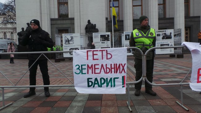 Ukrainian farmers announce indefinite protest against land market opening 22