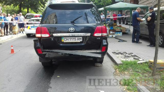 Explosion hits Toyota vehicle in Kyiv 02