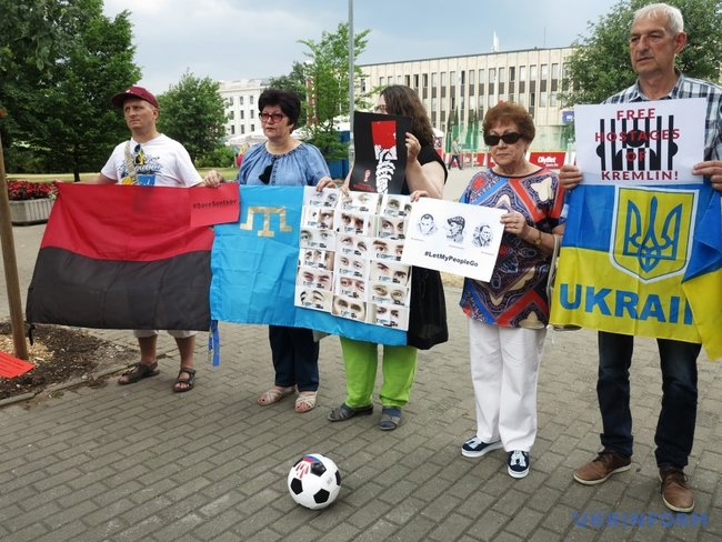 Activists demanded release of Ukrainian hostages held by Kremlin outside Riga-based Russian embassy 01